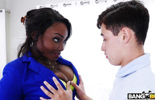 Lad arouses black Osa Lovely's wild senses with sizzling succulent suck
