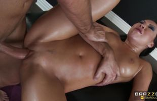 Topnotch girl Asa Akira gets squeezed and teased