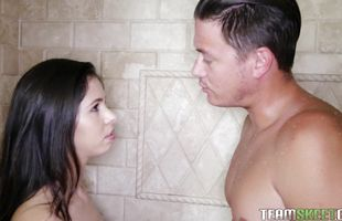 Swingeing hottie Taylor Reed gives a sloppy meat member sucking session